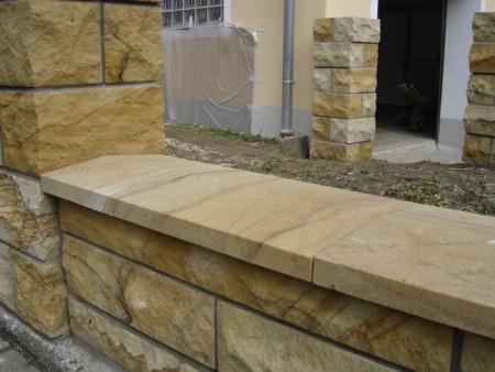 Mauerabdeckung sandstein